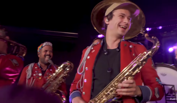 "Flume Joins MEUTE On Saxophone For Acoustic Rendition Of ""Rushing Back"""